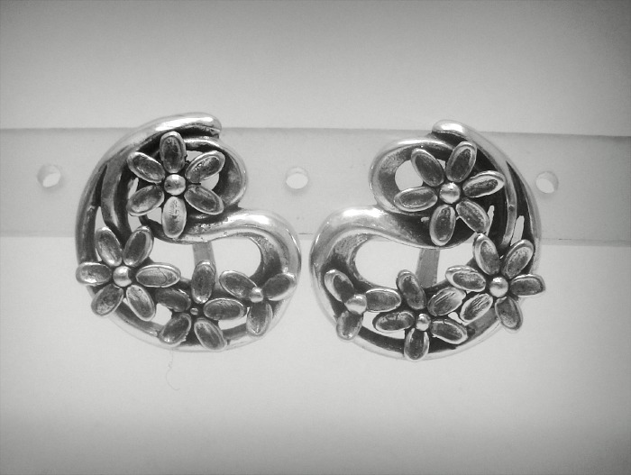 Silver earrings - E000463